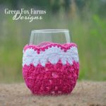 crochet wine glass cozy fuchsia, white