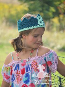 girl in profile wearing 8 year old birthday crown