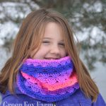 Sweet Stripes Circle Scarf - Free Crochet Pattern - www.greenfoxfarmsdesigns.com