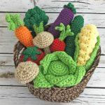 Farmers Market Veggies - Amigurumi Pattern - Crochet Veggies Pattern - Amigurumi Vegetables - Crochet Pattern - www.greenfoxfarmsdesigns.com