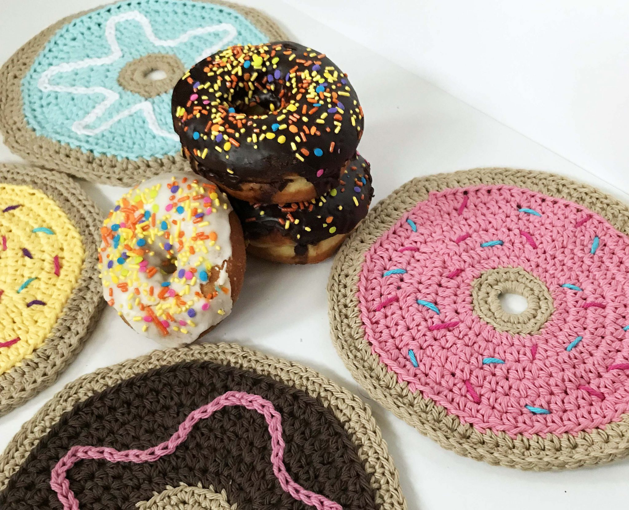 Donut Dish Cloth - Free Crochet Pattern - Crochet Dishcloth - Dishcloth Pattern - Free Dish Cloth Pattern - Donut Wash Cloth - www.greenfoxfarmsdesigns.com
