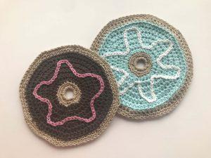 Donut Dish Cloth - Free Crochet Pattern - Crochet Dishcloth - Dishcloth Pattern - Free Dish Cloth Pattern - Donut Wash Cloth - www.greenfoxfarmsdesigns.com