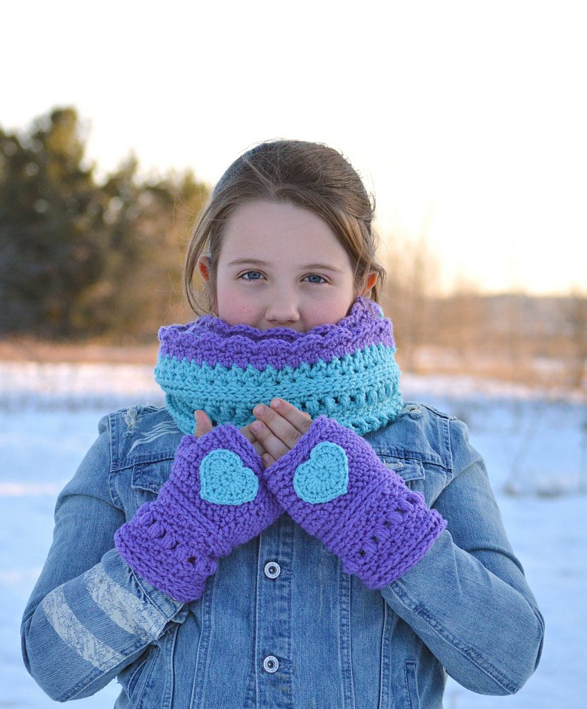 The Infinite Spring Fingerless Gloves a cute and customizable Crochet Pattern. Crochet your own texting gloves with this Crochet Pattern. Beautiful Textured wrist warmers and 3 included appliqués to make them your own! Heart, Bow and Tiny Flower patterns included! Using your two favorite colors of Red Heart With Love yarn, you can quickly crochet a set of Fingerless Mittens! Use this Mittens Pattern to crochet the perfect accessory to take you from chilly autumn days, through winter, and into spring! www.greenfoxfarmsdesigns.com #infinityscarf #fallfashion #springfashion #fingerlessgloves #crochetpattern #fingerlessmittens #handwarmers #armwarmers #wristwarmers #winterwear