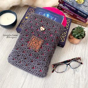 Gaia Pocket Shawl Crochet Pattern - greenfoxfarmsdesigns.com